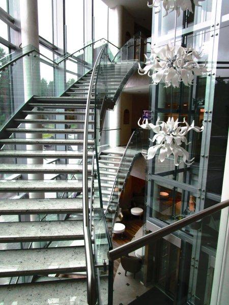 [:et]SPA klaasist trepipiirded[:fi] Porraskaide[:ru]Стеклянное ограждение лестницы