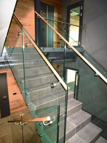 [:et]Büroohoone treppide klaaspiirded