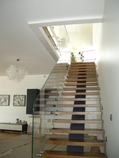 [:et]Klaasist trepipiire[:fi]Porraskaide[:ru]Стеклянное ограждение лестницы