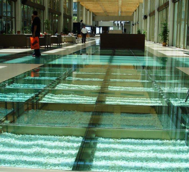[:et]Paviljoni klaaspõrand[:fi]Paviljonkin lasilattia [:ru]Стеклянный пол павильона