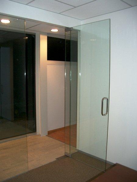 [:et]Klaasuks[:fi]Lasiovi[:ru]Стеклянная дверь