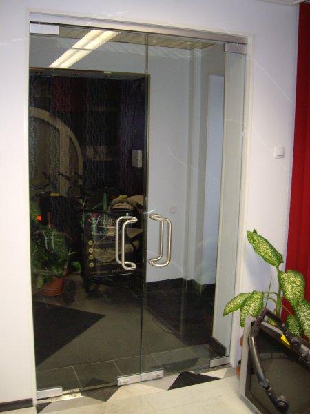 [:et]Klaasist pendeluksed[:fi]Lasiset heiluriovet[:ru]Маятниковые стеклянные двери