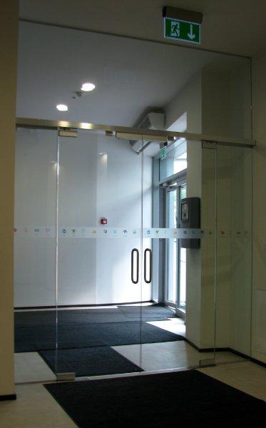 [:et]Büroo klaasist uksed [:fi]Toimiston lasiovet [:ru]Стеклянные двери бюро