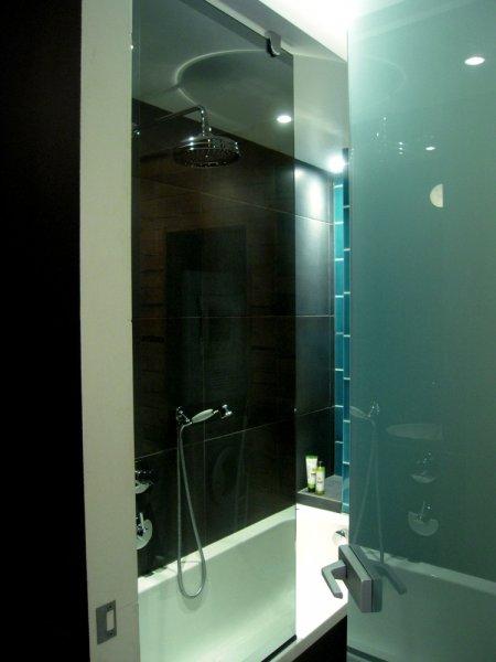 [:et]Vannitoa klaasuks[:fi]Kylpyhuoneen lasiovi[:ru]Двери ванной комнаты