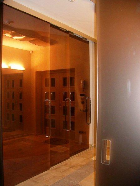 [:et]Lükandustest klaassein[:fi]Lasiseinä liukuovista. [:ru]Стена из стеклянных раздвижных дверей