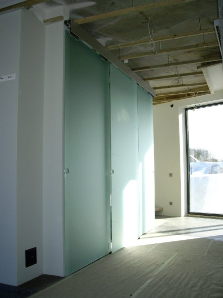 [:et]Klaasist lükanduksed[:fi]Lasiovet[:ru]Стеклянные двери